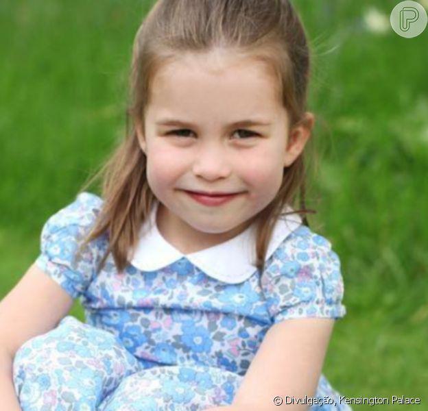 Bem princesa! Filha de Kate e William, Charlotte 'ama usar' tiara de brinquedo. Veja mais em matéria nesta segunda-feira, dia 24 de agosto de 2020