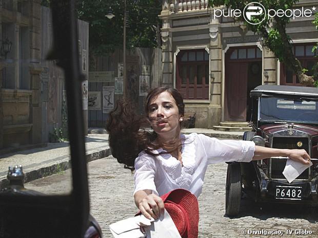 Laura (Marjorie Estiano) discute com Constância (Patrícia Pillar) e sofre um acidente, em 'Lado a Lado', em 2 de março de 2013