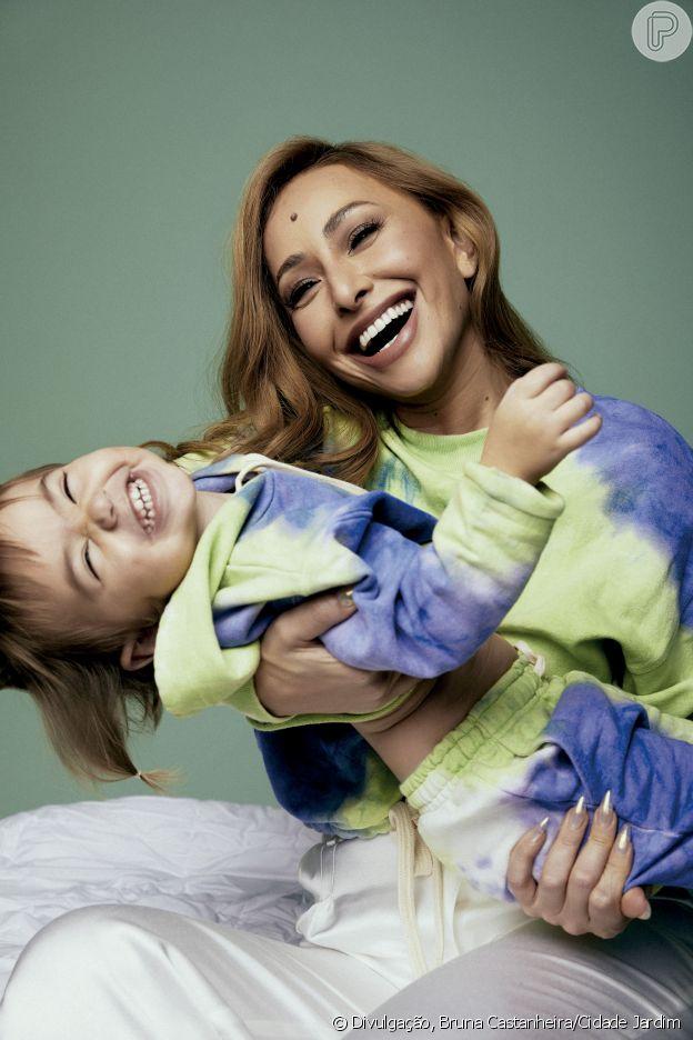 Sabrina Sato combina look tie dye com a filha, Zoe