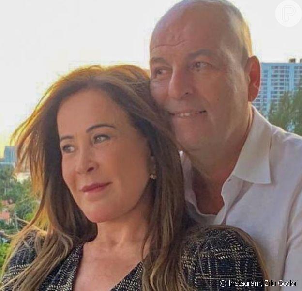 Zilu Godoi dá beijo em namorado em 1º vídeo do casal
