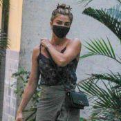 Grazi Massafera aposta em look comfy verde para compras no Rio. Fotos!
