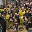 'A Fazenda 12': Peões levavam bebida para dentro da sede e Lipe Ribeiro lambeu álcool em gel de limão