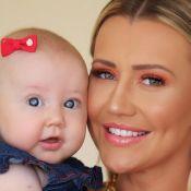 Ana Paula Siebert usa look igual ao da filha: 'Como fico quando mamãe coloca pijama'