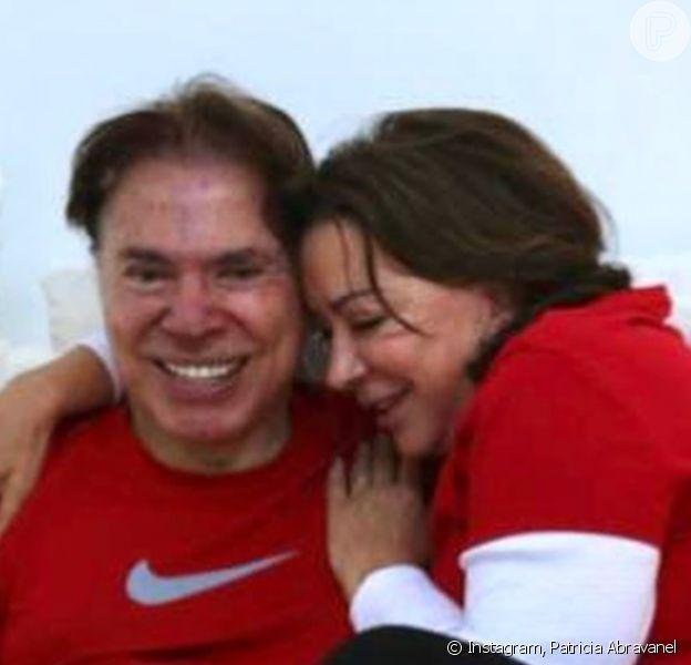 Silvio Santos ganhou carinho da mulher, Iris Abravanel, em fotos postadas pela filha do casal Patricia Abravanel