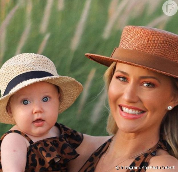 Ana Paula Siebert e a filha, Vicky, combinaram beachwear animal print nesta segunda-feira, 12 de outubro de 2020