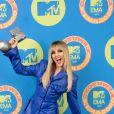 Perrie Edwards aposta em conjuntinho azul do Aleksandre Akhalkatsishvili no EMA MTV 2020!