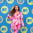 Jade Thirlwall usa conjuntinho com blazer da Annakiki em estampa mesclada no EMA MTV 2020