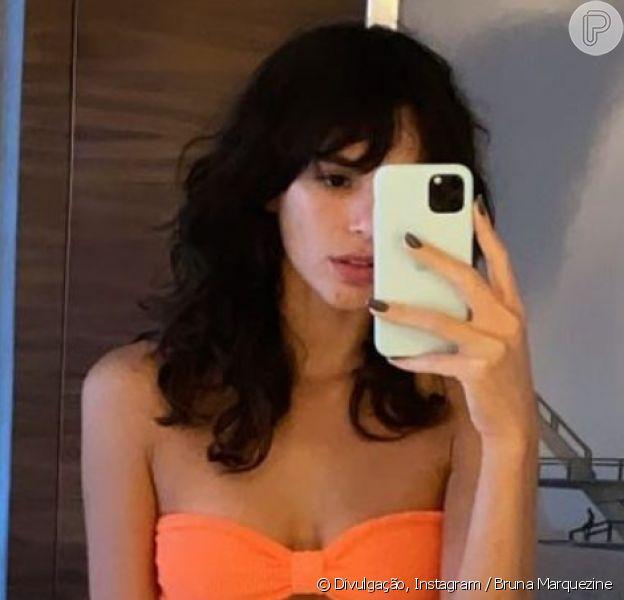Bruna Marquezine, de biquíni, deixa corpo à mostra em foto, em 28 de novembro de 2020