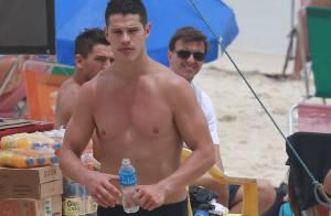 José Loreto, de 'Boogie Oogie', e Giba exibem boa forma em dia de praia no Rio