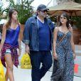 Leandro Hassum teve a companhia da mulher e da filha durante o passeio