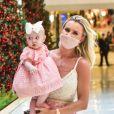 Filha de Ana Paula Siebert e Roberto Justus, Vicky conheceu decoração de Natal ao visitar shopping com a mãe