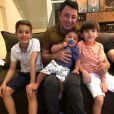 Filhos de Cristiano Araújo se encontram sempre que saem com o avô João Reis
