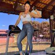 Graciele Lacerda mantém corpo em forma com exercícios