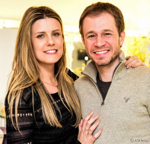 Mulher de Tiago Leifert, Daiana Garbin mostra rosto da filha do casal pela primeira vez