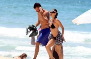 Fernanda Lima e Rodrigo Hilbert curtem praia no Rio e mostram boa forma