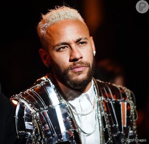 Neymar ironiza ao filmar preparativos de Réveillon em família: 'Não é para 500 pessoas'