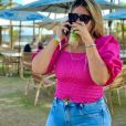 Marília Mendonça usa cropped de lastéx com mangas bufantes em look