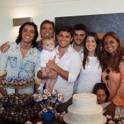 Rodrigo Simas e Bruno Gissoni vão a batizado do sobrinho, filho de Felipe Simas