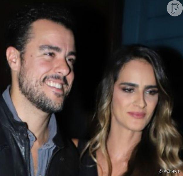 Grávida de gêmeas, Marcella Fogaça ganhou beijo na barriga do noivo, Joaquim Lopes