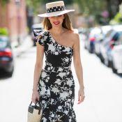 Decote um ombro só: a trend voltou no look do dia, na moda praia e mais!