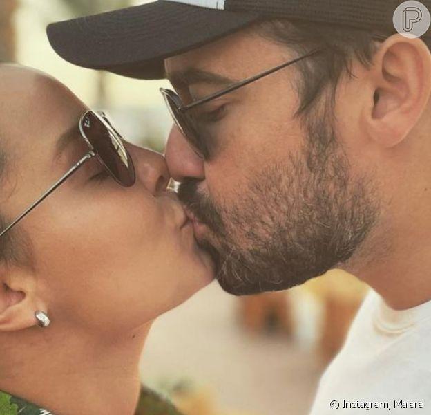 Cantora Maiara mostrou detalhe a aliança de noivado com Fernando Zor