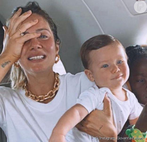 Família reunida! Giovanna Ewbank e Bruno Gagliasso viajam pela 1ª vez com os 3 filhos: 'Facinho'