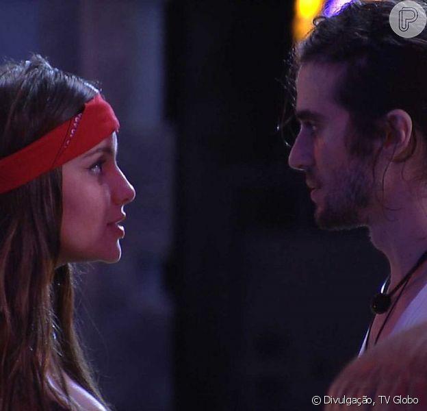 Thais deu um beijo forçado em Fiuk e provocou uma DR entre o casal