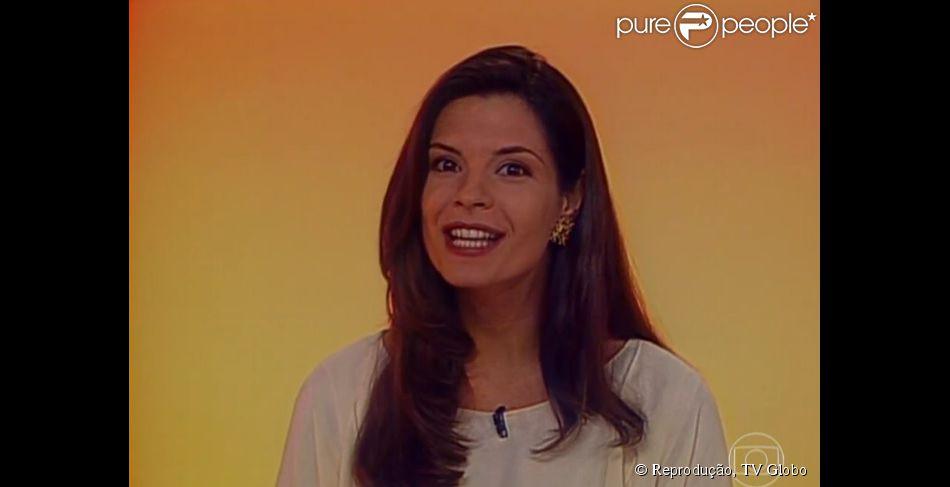 Helena Ranaldi recebe elogio por beleza ao se rever na bancada do   Fantástico  em 741de138e6a