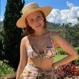 Larissa Manoela investe em acessórios, como chapéus, nos fios curtinhos