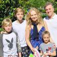 Angélia adora reunir a família em fotos nas redes sociais