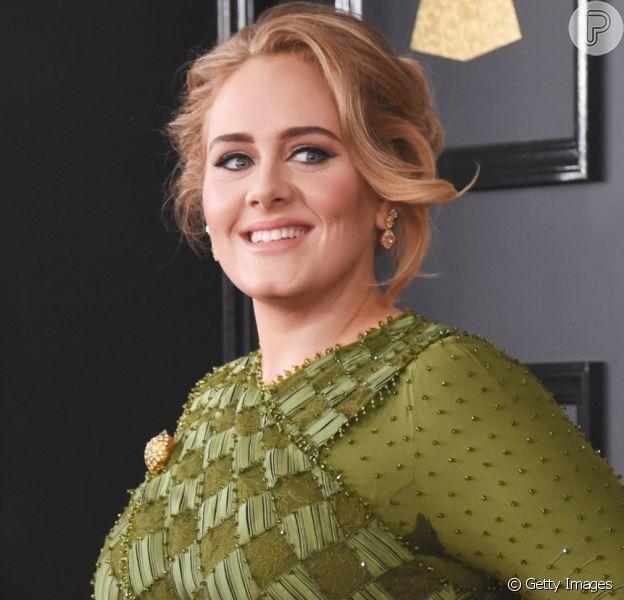 Adele comemora aniversário de 33 anos