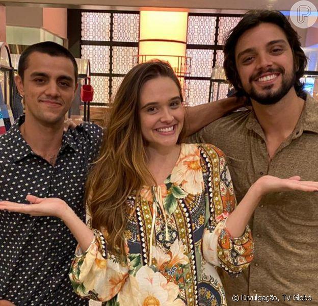 Na novela 'Salve-se Quem Puder', Luna (Juliana Paiva) fica dividida entre Téo (Felipe Simas) e Alejandro (Rodrigo Simas) a partir do capítulo de quinta-feira, 24 de junho de 2021