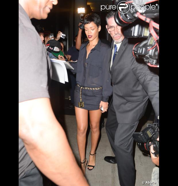 Rihanna é vista saindo de um hotel em Nova York 10 minutos antes de Chris Brown, no começo do mês