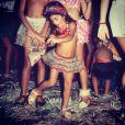 No Carnaval, a atriz Carol Castro compartilhou com seus seguidores do Instagram uma foto de quando era criança curtindo a folia