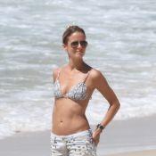 Fernanda de Freitas exibe corpão e troca beijos com namorado em praia do Rio