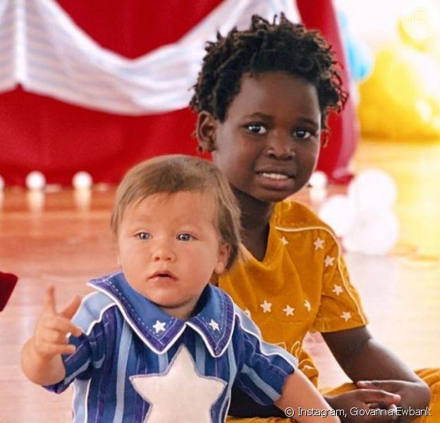 Giovanna Ewbank mostra filhos no aniversário de 1 ano de Zyan, em 10 de julho de 2021