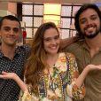 Novela 'Salve-se Quem Puder': Luna (Juliana Paiva) recebe convites de Téo (Felipe Simas) e Alejandro (Rodrigo Simas) para viajar com eles