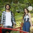 Novela 'Salve-se Quem Puder': Luna (Juliana Paiva) ouve Alejandro (Rodrigo Simas) dizer que sabe do convite de Téo (Felipe Simas)