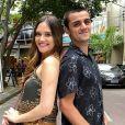 Novela 'Salve-se Quem Puder': Téo (Felipe Simas) surpreende Luna (Juliana Paiva) ao chamá-la para viajar a Indonésia