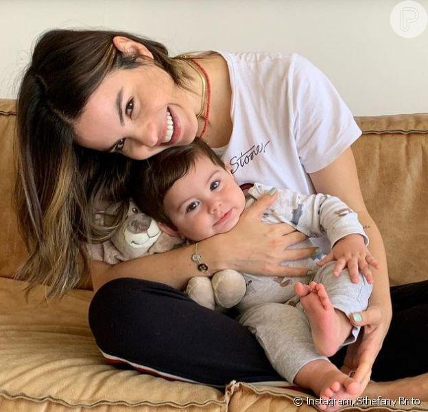 Sthefany Brito, de 34 anos e mãe de Antonio Enrico, de 8 meses, desabafa sobre maternidade e julgamentos da sociedade