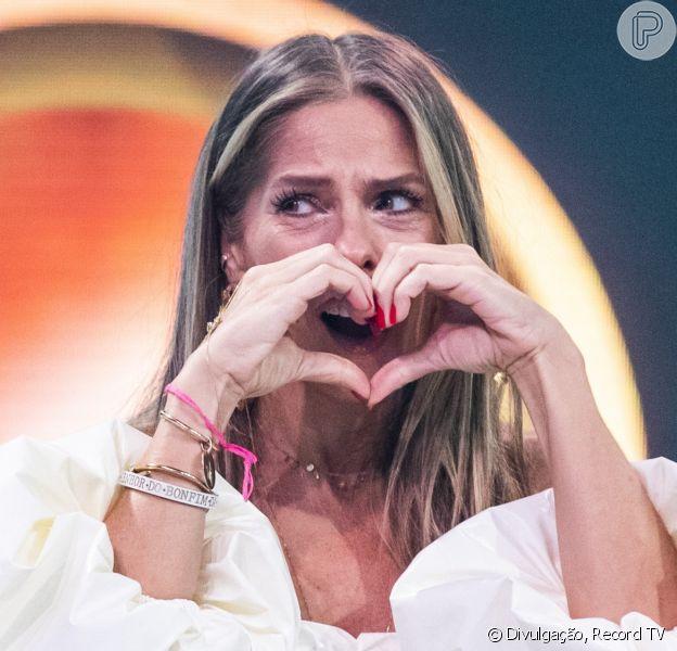 Adriane Galisteu é apresentadora do 'A Fazenda' 2021. Saiba quais famosos já estão confirmados no reality!