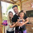 Thaeme Mariôto é casada com Fábio Elias e está grávida de 7 meses de Ivy, segunda filha com o marido