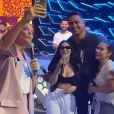 Simaria e Simone se divertiram nos bastidores do programa de Ivete Sangalo