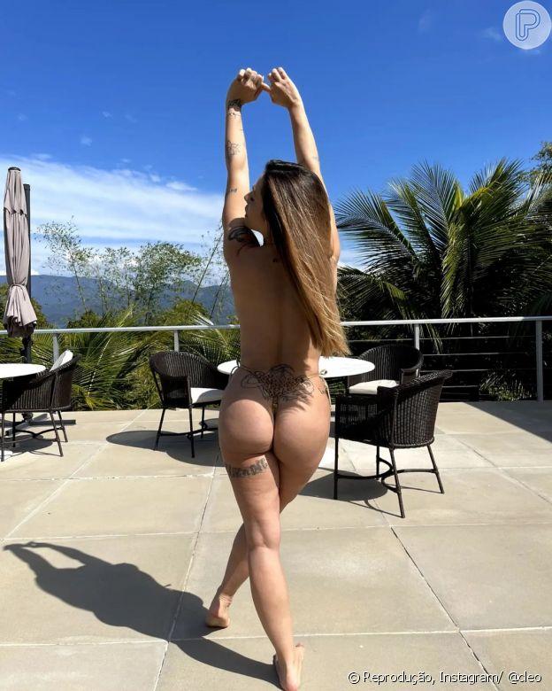 Cleo ousou ao publicar uma foto de topless no Instagram