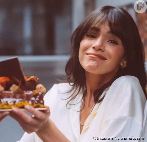 Bruna Marquezine preparou bolo no aniversário de 18 anos da irmã