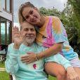 Virgínia manda ajustar anel que pai usou por 50 anos: 'Não vai sair mais do meu dedo'