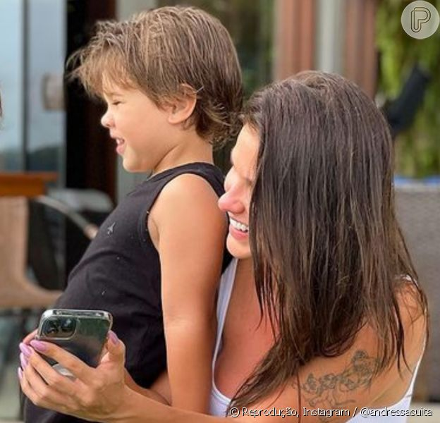 Andressa Suita abre álbum de fotos de Dia das Crianças
