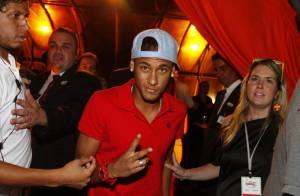 Neymar curte festa sem Bruna Marquezine e publica foto do rosto arranhado