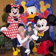 Em 2011, numa visita à Disney com o filho Max, Christina Aguilera conseguiu a foto com Mickey