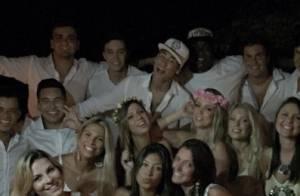 Neymar celebra o Réveillon na companhia de amigos e da irmã em Trancoso